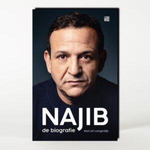 Najib Amhali boek gesigneerd FC de Rebellen